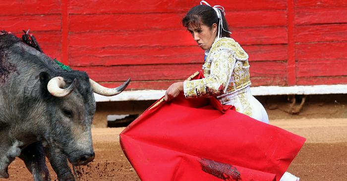 La torera mexicana Hilda Tenorio, se presenta en la Plaza de Toros de la Ciudad de México el 28 de febrero de 2010. Foto debe leer STR/AFP/Getty Images.