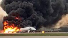 Pasajero graba desde el interior del avión de Aeroflot el aterrizaje envuelto en llamas
