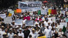 Miles de personas marcharon en CDMX exigiendo la renuncia del presidente Andrés Manuel López Obrador