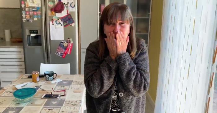 La madre de Ignacio Díez reacciona ante su visita inesperada tras 5 meses de ausencia. Captura de video, cortesía de ignaciodipe/Facebook.