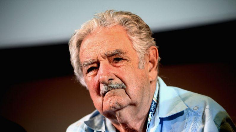 """El expresidente de Uruguay Pepe Mujica presentó su último libro """"Una oveja negra al poder"""" durante su visita al Parque Agroalimentario FICO el 29 de agosto de 2018 en Bolonia, Italia. (Roberto Serra/Iguana Press/Getty Images)"""