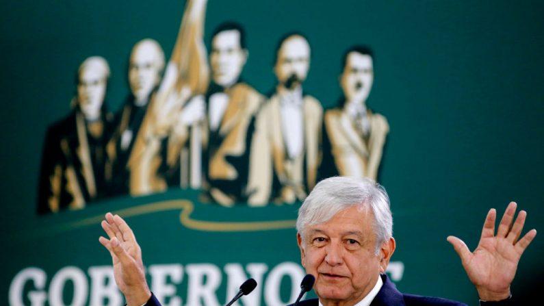 El presidente mexicano Andrés Manuel López Obrador habla durante su conferencia de prensa matutina en las instalaciones del Air College en Zapopan, estado de Jalisco, México, en una imagen de archivo. (ULISES RUIZ / AFP / Getty Images)