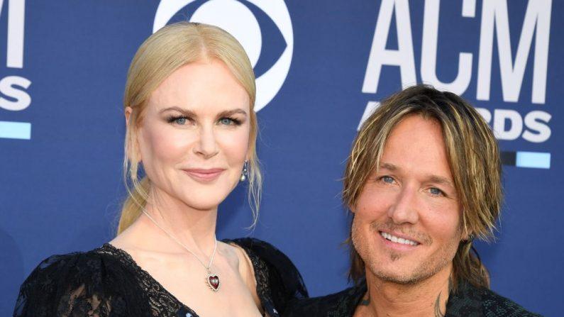 El cantante australiano Keith Urban y su esposa la actriz australiana Nicole Kidman llegan a la 54ª edición de los Premios de la Academia de Música Country el 7 de abril de 2019, en el MGM Grand Garden Arena de Las Vegas, Nevada. (ROBYN BECK/AFP/Getty Images)