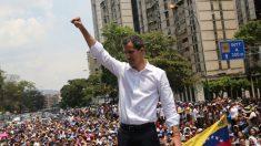 Guaidó reaparece en manifestación y llama a paro en la administración pública