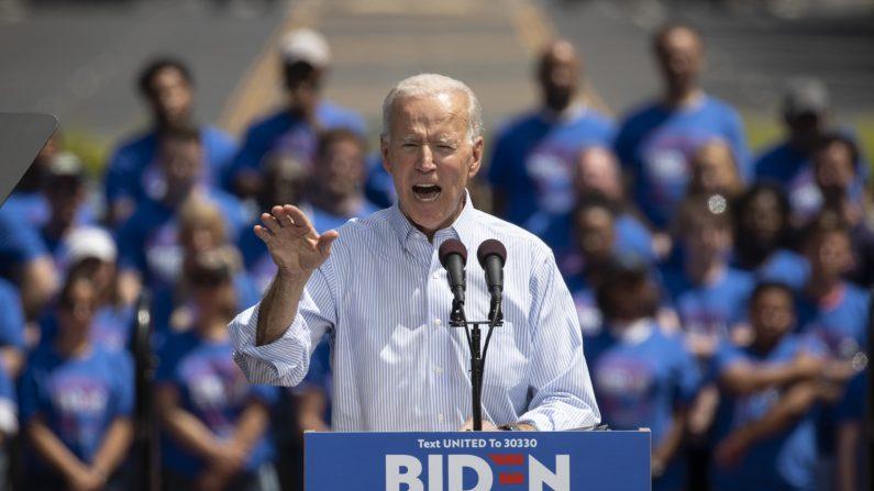 El ex vicepresidente de Estados Unidos y candidato demócrata a la presidencia, Joe Biden, habla durante un mitin de campaña el 18 de mayo de 2019 en Filadelfia, Pensilvania. (Crédito: Drew Angerer/Getty Images)