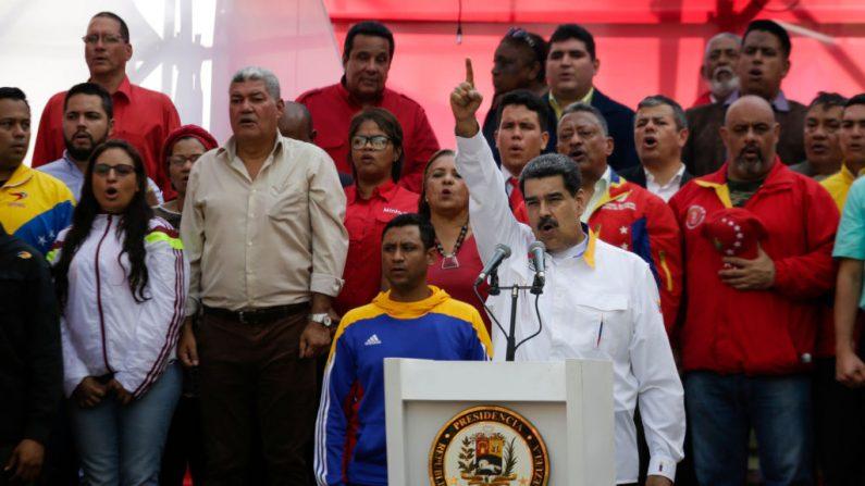 El dictador Nicolás Maduro, habla junto a miembros de su Partido Socialista Unido de Venezuela (PSUV) el 20 de mayo de 2019 en Caracas, Venezuela. (Eva Marie Uzcategui/Getty Images)