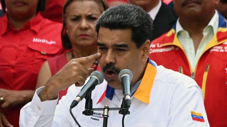 El dictador de Venezuela, Nicolás Maduro, durante un mitin frente al Palacio Presidencial de Miraflores en Caracas el 20 de mayo de 2019. (MARVIN RECINOS/AFP/Getty Images)
