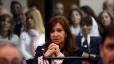 Cristina Kirchner escucha en juicio oral los cargos de