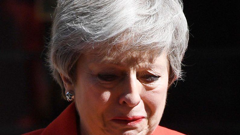 Theresa May anuncia su dimisión entre lágrimas