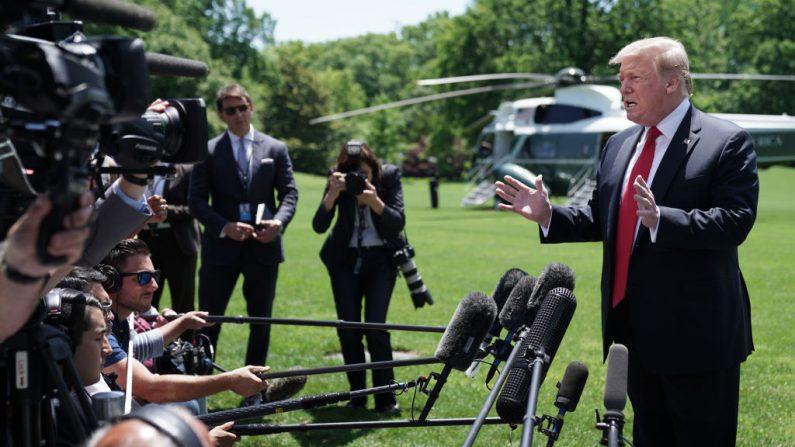 El presidente de los Estados Unidos, Donald Trump, habla con periodistas mientras sale de la Casa Blanca el 24 de mayo de 2019 en Washington, DC. (Chip Somodevilla/Getty Images)