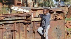 Kelvin Doe: el adolescente que se convirtió en ingeniero en un basurero