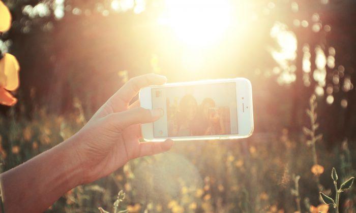 Imagen ilustrativa de una persona tomándose una selfie. (Pixabay/CC0)