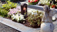 Bebito fallecido es sepultado y 3 días después de su funeral aparece en su cama
