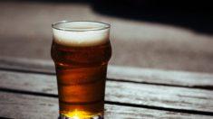 Hombre cambia por completo al dejar de beber 12 cervezas todas las noches