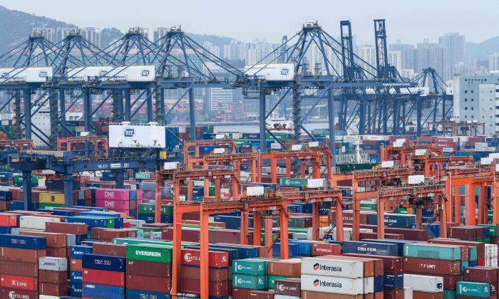 Puerto de contenedores de Hong Kong visto desde las instalaciones de la inspección de carga en la aduana Kwai Chung, en Hong Kong, el 1 de febrero de 2019. (Anthony Wallace/AFP/Getty Images)