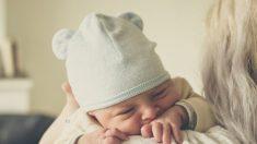 Padres dan la bienvenida a dos gemelas particulares: una tiene síndrome de Down y la otra no