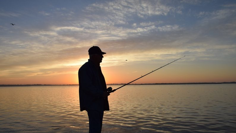 Foto ilustrativa de un pescador. (Pixabay)