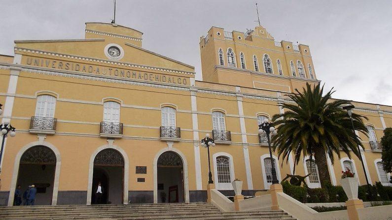 Fachada de la Universidad Autónoma del Estado de Hidalgo. (De Marrovi/Wikimedia)