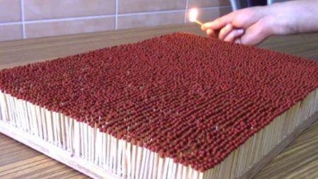 Mira estos 6000 fósforos encenderse en una impresionante reacción en cadena