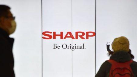 El fabricante japonés de electrónicos Sharp planea trasladar la producción de laptops y pantallas fuera de China