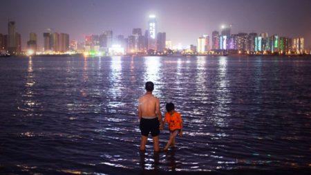 Hombre pasa 11 años yendo al trabajo nadando para evitar el tráfico