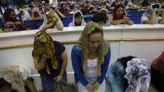 Miembros de iglesia Luz del Mundo dicen que su líder es inocente de acusación de 30 delitos sexuales