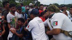 """""""México tiene que hacer más"""" para contener migrantes, insiste EE.UU."""