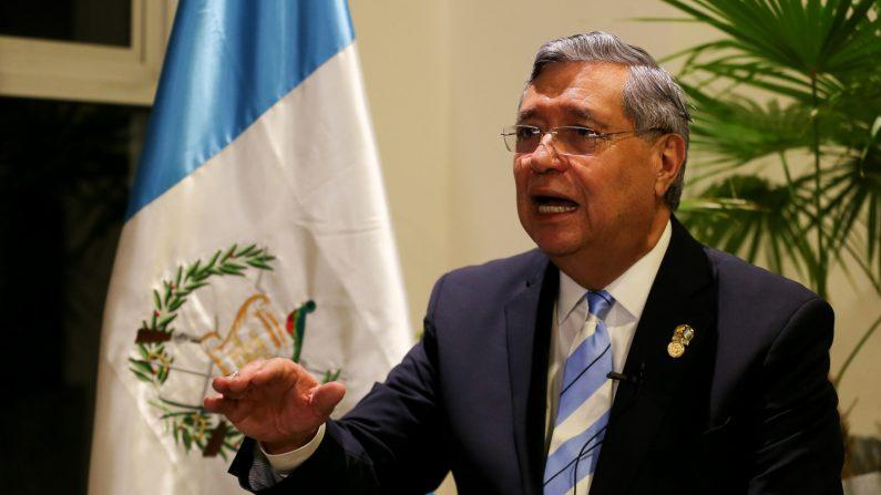 El vicepresidente de Guatemala, Jafeth Cabrera, habla durante una entrevista con Efe el 27 de junio de 2019 en Quito (Ecuador). EFE