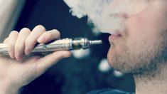 """Joven de 18 años con """"pulmones de persona de 70 años"""" demanda a empresa de cigarrillos electrónicos"""