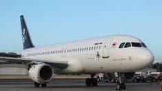 Una mujer se durmió durante su vuelo y cuando despertó estaba encerrada en un avión vacío