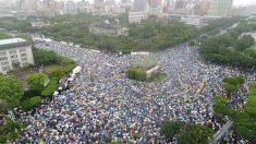 Miles de taiwaneses se manifiestan contra la infiltración china en los medios de comunicación