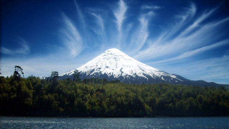 Volcán Villarrica, Chile. (Wikimedia Commons)