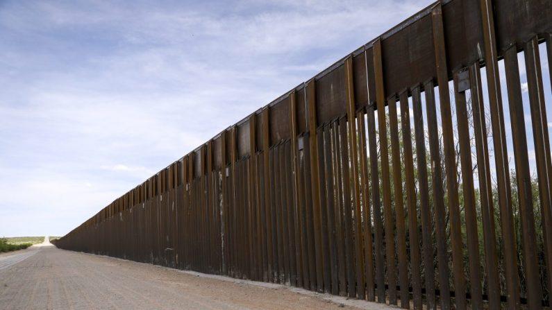 La valla fronteriza entre EE.UU. y México, al oeste de Santa Teresa, Nuevo México, el 7 de mayo de 2019. (Charlotte Cuthbertson/La Gran Época)