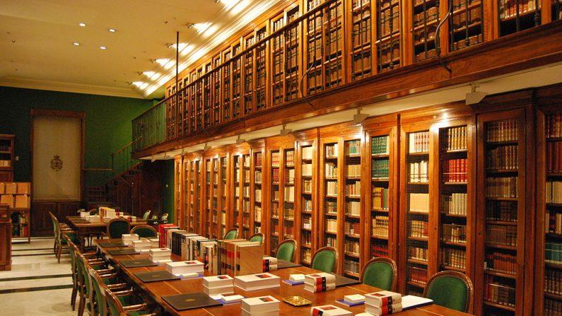 Biblioteca_de_la_RAE. (Wikimedia Commons)