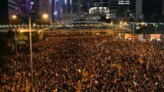 Manifestación ejemplar: 2 millones de personas de Hong Kong limpian las calles luego de una protesta