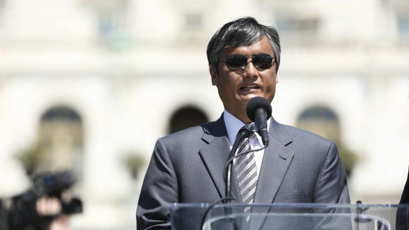 El abogado y defensor de derechos humanos, Chen Guangcheng, habla en un mitin para conmemorar el 30 aniversario de la masacre en la Plaza de Tiananmen, en el West Lawn del Capitolio el 4 de junio de 2019. (Samira Bouaou/La Gran Época)