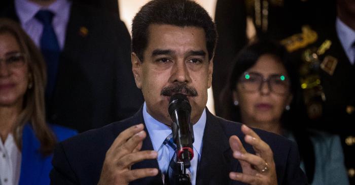 Nicolás Maduro (c), habla tras su reunión con la alta comisionada de Naciones Unidas para los derechos humanos, Michelle Bachelet, el 21 de junio, en el Palacio de Miraflores, en Caracas. (Venezuela). EFE/Miguel Gutiérrez
