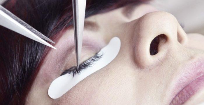 ¿Las extensiones de pestañas causan infecciones oculares?