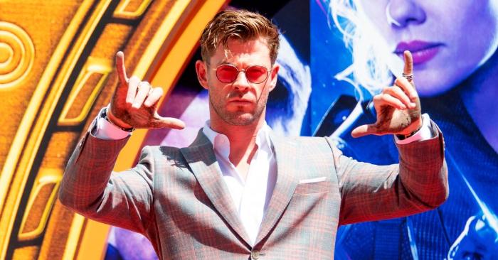 El actor Chris Hemsworth como parte de 'Avengers: Fin del coloca sus manos en cemento en el Teatro Chino IMAX Forecourt de TCL el 23 de abril de 2019, en Hollywood, California. Foto de VALERIE MACON/AFP/Getty Images.