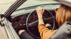 """Uruguay: agente multó a conductora por """"circular con exceso de belleza"""" y buscan sancionarlo"""