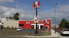 KFC honra a los policías con comida gratis a pesar de las críticas