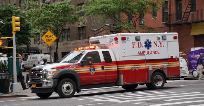 Salva a su hijo de la muerte al detectar una marca roja en su brazo luego de una simple caída