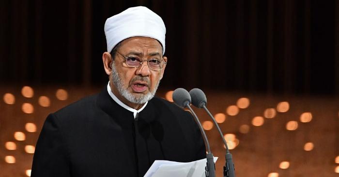 El Imán egipcio Azhar Sheikh Ahmed al-Tayeb pronuncia un discurso en Abu Dhabi, el 4 de febrero de 2019. Foto de VINCENZO PINTO/AFP/Getty Images.