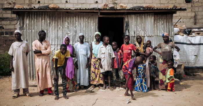 Una familia en la capital regional de la región del norte de Camerún, en Maroua, el 30 de septiembre de 2018. ALEXIS HUGUET/AFP/Getty Images.