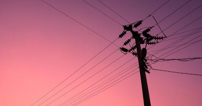 Imagen de archivo de un poste eléctrico. (Raltinata/Pixabay)