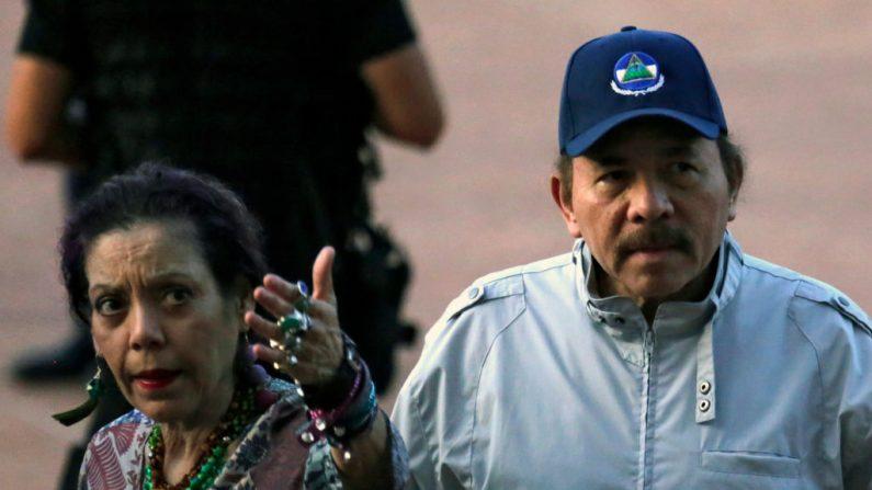La Vicepresidenta de Nicaragua, Rosario Murillo, junto a su esposo, el dictador Daniel Ortega,en el Palacio Nacional de Managua, el 12 de septiembre de 2018. (INTI OCON/AFP/Getty Images)