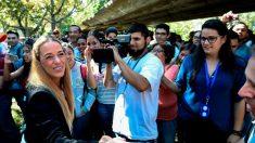 La esposa y la hija del opositor venezolano Leopoldo López llegan a España