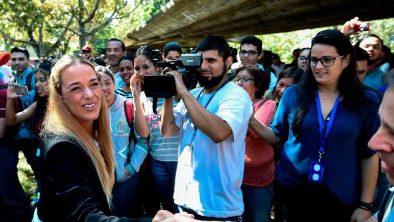 Lilian Tintori (izq.), esposa del líder opositor venezolano Leopoldo López, el 31 de enero de 2019. (JUAN BARRETO/AFP/Getty Images)
