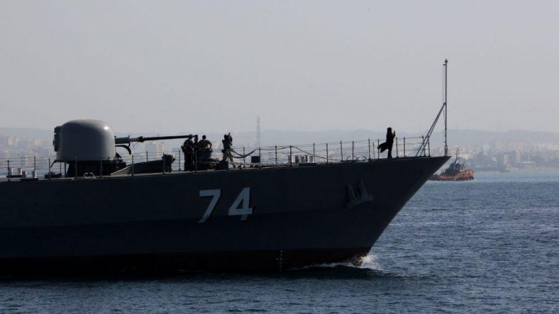Un buque de guerra de la Armada iraní en el Estrecho de Ormuz, el 30 de abril de 2019. (Atta Kenare / AFP / Getty Images)