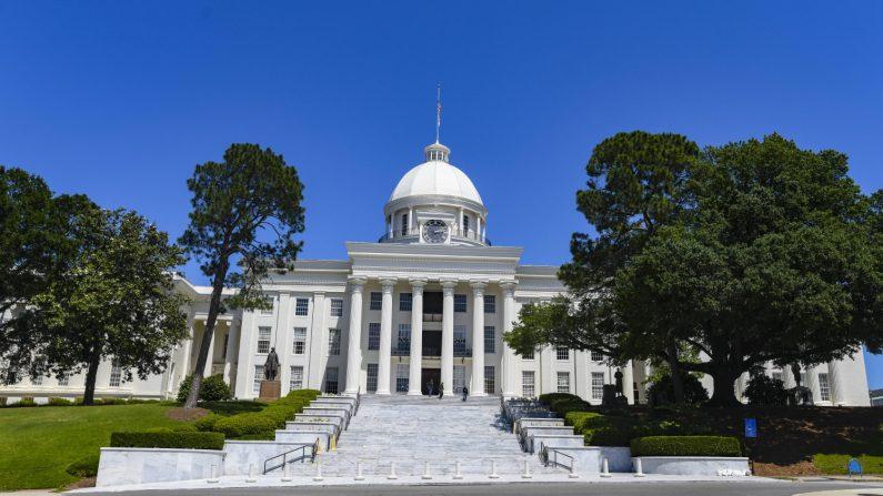 El Capitolio del Estado de Alabama se encuentra en Montgomery, Alabama, el 15 de mayo de 2019. (Créditos: Julie Bennett/Getty Images)